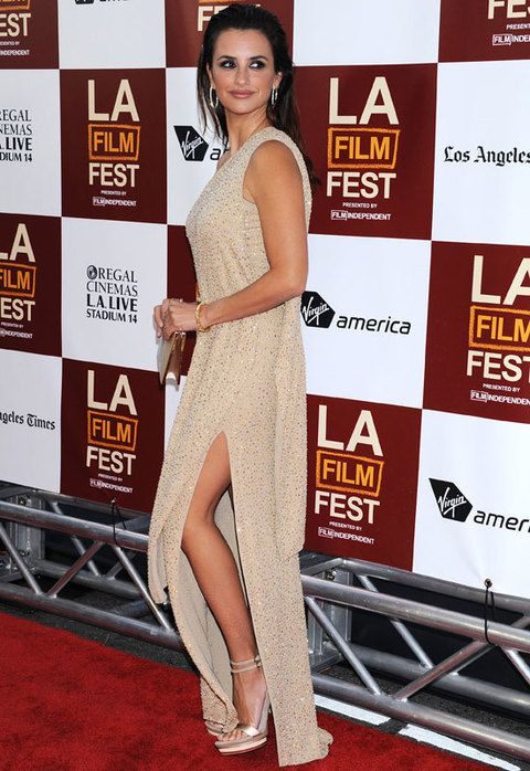 <p>El diseño tenía una abertura lateral en la falda que aportaba movimiento y sensualidad al look de la actriz.</p>