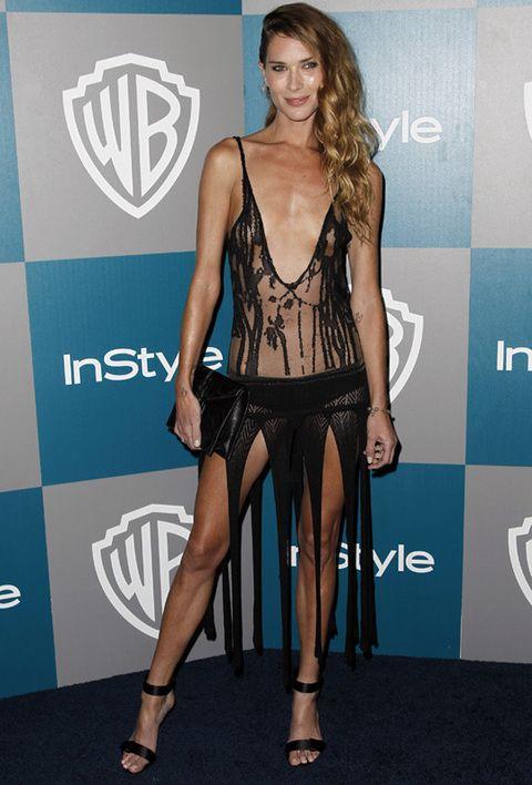 <p><strong>Erin Wasson </strong>falló en un su look de fiesta post Globos de Oro con el que dejaba poco a la imaginación: un vestido con cuerpo semitransparente, gran escote y falda con flecos.</p>