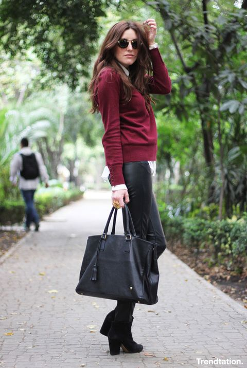 <p>Este invierno un jersey de este tono se convertirá en tu mejor aliado; Sofia lo combina con pantalones de piel, maxi bolso en negro y unos cómodos botines. Sencilla y perfecta para el día a día.</p>