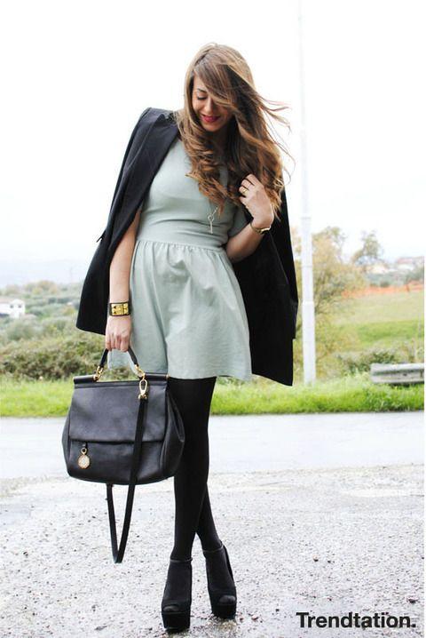 <p>Nos encanta el look de Nicoletta, es elegante a la par que chic y super favorecedor. Ella combina su vestido de estilo lady de Zara con blazer, zapatos con plataforma y un bolso de estilo vintage precioso.</p>
