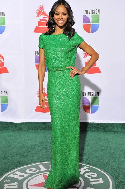 <p><strong>Zoe Saldana</strong> acaparó todos los flashes en la gala de los premios Grammy latinos gracias a vestido monocolor verde de la colección <strong>primavera 2012 de Zoe Saldana.</strong></p>