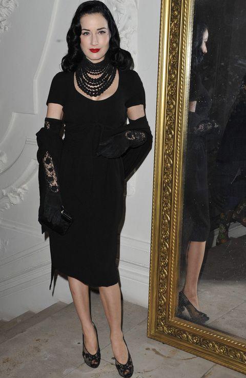 <p>De riguroso negro vimos a <strong>Dita Von Teese e</strong>n el desfile de Gaultier.</p>