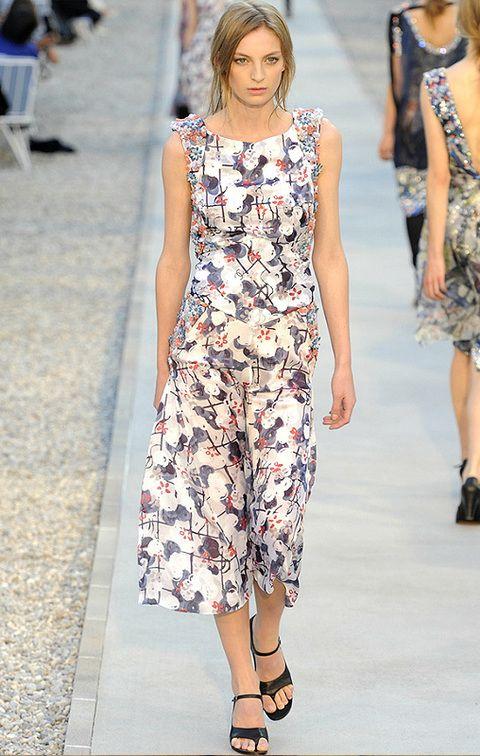 <p>Vestido primavera-verano <strong>Chanel</strong> estampado midi.</p>