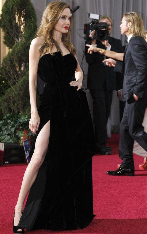 <p><strong>Angelina Jolie</strong> se convirtió en la gran protagonista de la gala de los Oscar y de la alfombra roja gracias a su pierna derecha y su espectacular vestido de Versace.</p>