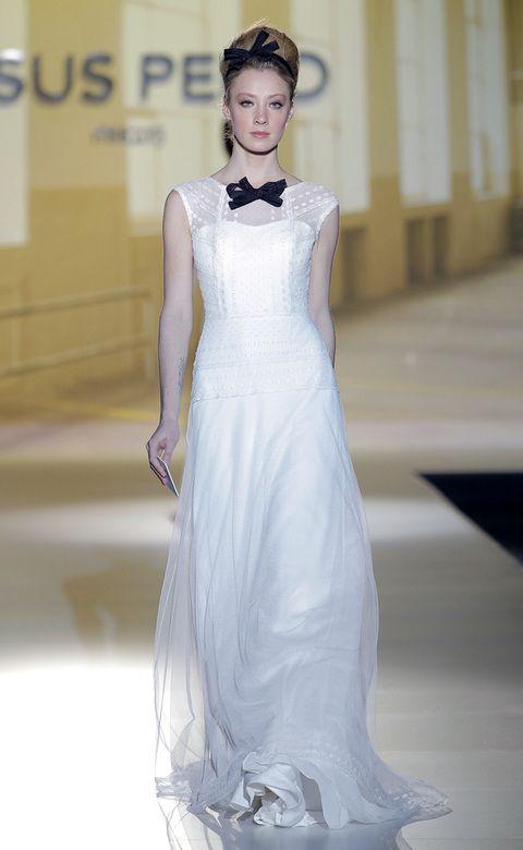 <p>Caemos rendidas ante este vestido-esmoquin de<strong>&nbsp&#x3B;Jesús Peiró</strong>, ideal para una novia minimalista y atrevida.&nbsp&#x3B;</p>