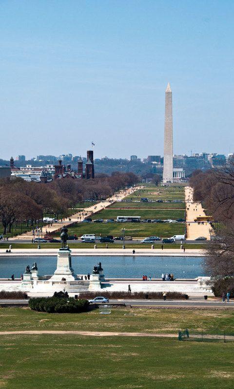 """<p> Descubre los secretos escondidos y la historia de los monumentos sembrados a lo largo de National Mall, una gran extensión que une el Capitolio con la Casa Blanca. Harás una excursión a pie guiada por profesores que te explicarán los entresijos de los memoriales dedicados a Thomas Jefferson y a los veteranos de Vietnam, así como harán alguna anotación imprescindible a los pies de la estatua de Lincoln. <br /> <strong>• Lugar: 2, 15th St. Northwest</strong>&nbsp;(<a href=""""http://www.freetoursbyfoot.com/dc"""" target=""""_blank"""">freetoursbyfoot.com/dc</a>).<br /><strong>• Fecha: 16 de enero.</strong></p>"""