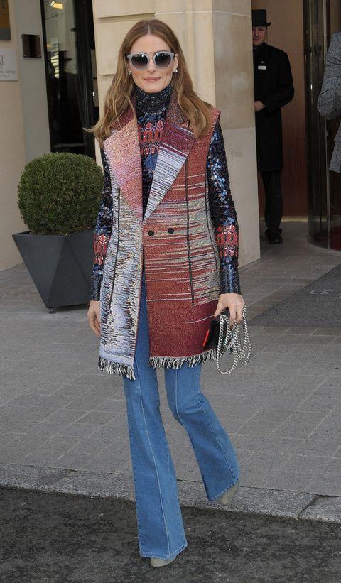 <p>No hay tendencia que se le resista a <strong>Olivia Palermo</strong> y los pantalones de campana no iban a ser menos. La 'it girl' los luce acompañados por un jersey joya y un chaleco estampado.</p>