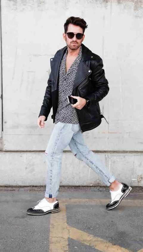 <p>Alberto llega corriendo con camisa de Sandro, pantalón de Levi's, zapatos de Loboutin, gafas de sol de Dior <strong>Samsung Galaxy S6 edge</strong> y smartwach <strong>Gear S con brazalete diseñado por Alvarno en cocodrilo negro.</strong></p>