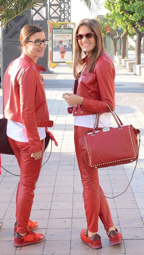 <p><strong>Maria Grazia Chiuri</strong>, directora creativa de Valentino, participó en el viaje acompañada de su hija Rachele. Aquí, de rojo Valentino, dispuestas a realizar el recorrido de Barcelona a la <i>croisette</i> de Cannes.</p>