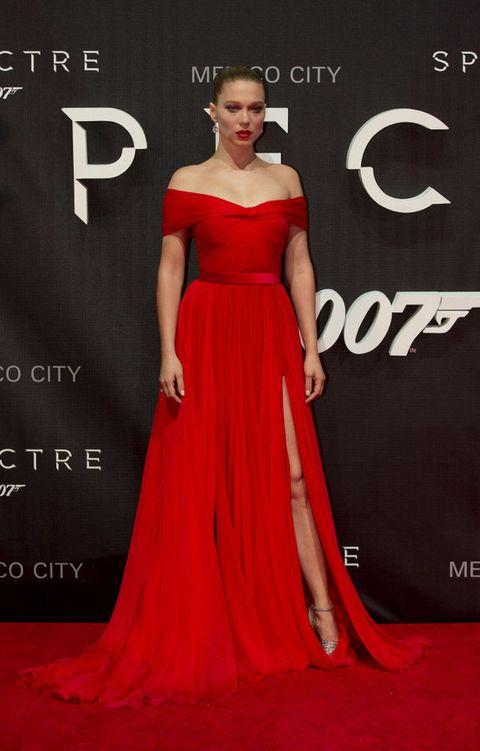 <p><strong>Lea Seydoux</strong> viajó esta semana hasta México para promocionar 'Spectre' y no pudo elegir mejor. Su vestido rojo de escote barco con abertura en la falda de <strong>Miu Miu</strong> combinado con sandalias glitter de la misma firma la lleva al puesto más alto de nuestro ranking.</p><p>&nbsp;</p>