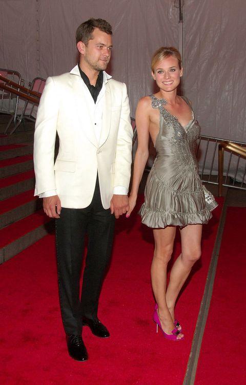 <p>En el 2008 fue la primera vez que subieron las escaleras delMetropolitan Museum of Art de Nueva York. Él de blanco y negro y ella con un minivestido gris y zapatos rosas.</p>