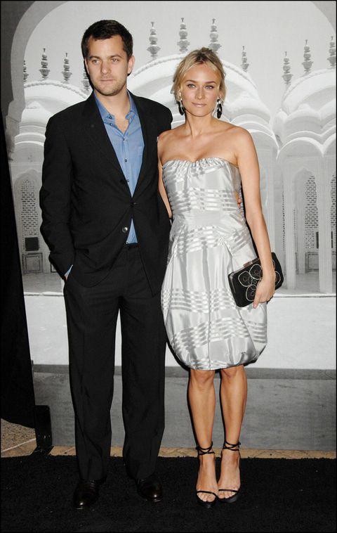 <p>Esta imagen de 2007 es una de sus primeras alfombras rojas juntos. Ya desde sus comienzos prometían convertirse en una de las parejas más elegantes.</p>