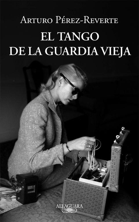<p>Uno de nuestros escritores más vendidos no faltará a la cita, para estampar su firma en los ejemplares de su última novela, 'El tango de la guardia vieja'.</p><p><strong>Domingo 2 de junio.</strong> De 12 a 15 h y de 18 a 21 h en la carpa situada a la altura de la caseta 117.</p>