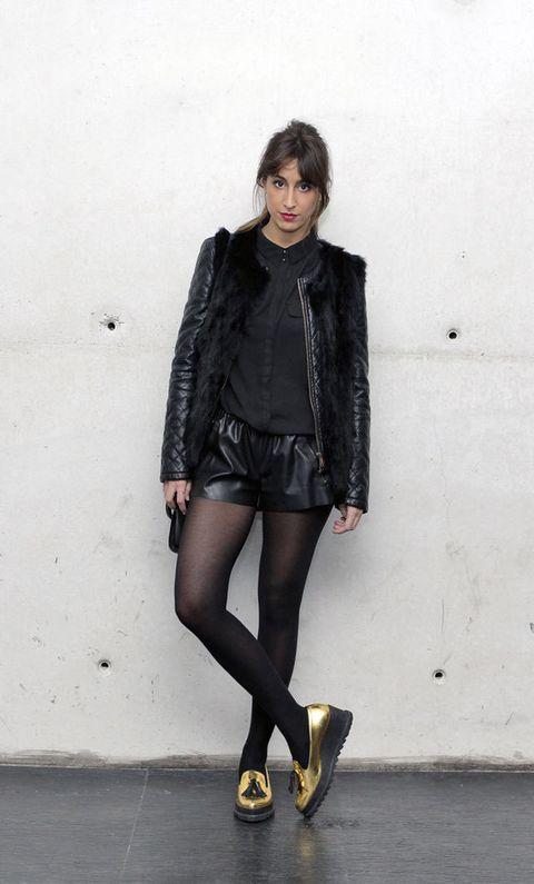 """<p>La firma de zapatos '<a href=""""http://sixtysevenshoes.com/"""" target=""""_blank"""">Sixty Seven</a>' pusiero la guinda al defile de María Escoté. Una de las dueñas de la marca posó para nosotros con un modelo de mocasín metalizado.</p>"""
