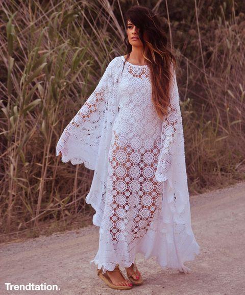 <p>Ángela es una enamorada de Ibiza, y eso se nota en sus increíbles looks. En esta ocasión luce perfecta combinando un vestido de crochet con unas cómodas sandalias planas, ¡nos encanta!</p>