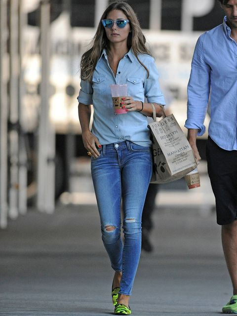 <p>Este street style no puede ser más perfecto con tan poco. Un total look denim que da un giro gracias a los zapatos,unas loafers de camufleje en tonos flúor de<strong> Pretty Loafers</strong>.</p>