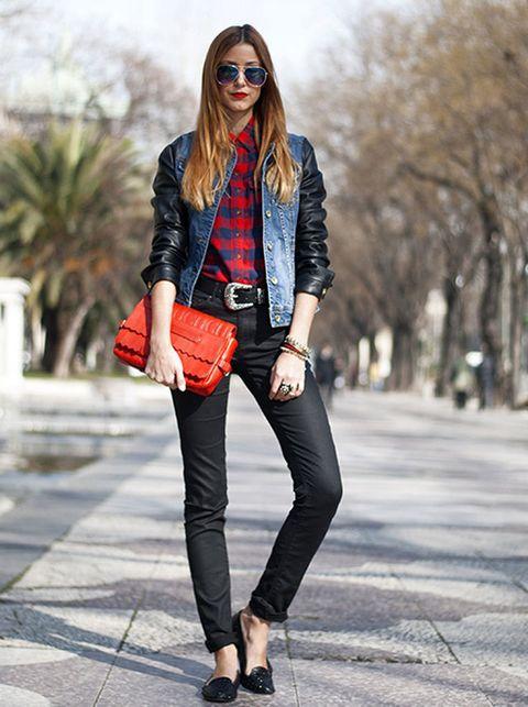 """<p>El pitillo negro también es un gran comodín, y si lleva algo de desgastado, genial. Lo vemos en&nbsp;<strong><a href=""""http://www.madewithfashion.com/"""" target=""""_blank"""">Made with fashion.</a></strong></p>"""