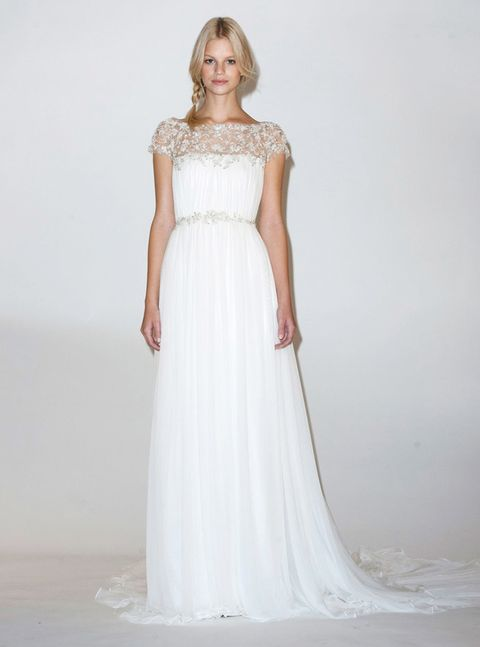 <p>También la vemos con un diseño como éste de<strong> Marchesa,</strong> delicado y elegante como ella.</p>