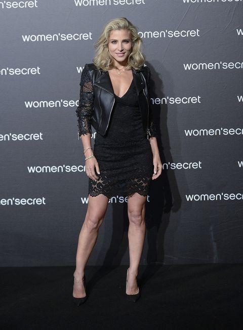 """<p><strong>Elsa Pataky</strong> deslumbró con un 'total black look' de encaje en su vestido y en la mangas de su 'perfecto. Unos salones negros de <strong>Jimmy Choo</strong> y un peinado natural con volumen hicieron el resto.</p><p><a href=""""http://www.elle.es/moda/news/elsa-pataky-cantante"""" target=""""_blank"""">No te pierdas a Elsa cantando en la nueva campañana de Women'Secret.</a></p>"""