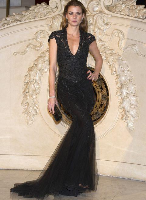 <p><strong>Alejandra Rojas</strong> acudió a la gala organizada por la firma <strong>Ralph Lauren</strong> en beneficio de la Asociación Española Contra el Cáncer con este elegante vestido negro de escote en uve con cuerpo de encaje y falda de gasa.&nbsp&#x3B;</p><p>&nbsp&#x3B;</p>