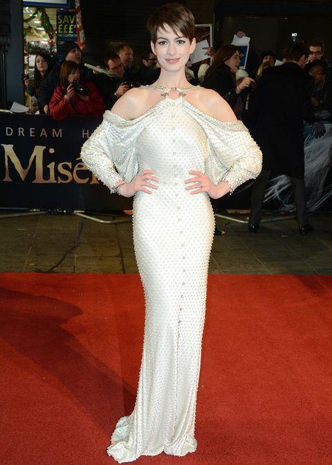 <p>Estamos seguros de que el papel protagonista de <strong>Anne Hathaway&nbsp;</strong>en <i>'Los Miserables'</i> la convertida en la gran nominada a todos los premios del 2013. Ya la vemos recogiendo el Oscar a Mejor Actriz vestida de Valentino.</p>