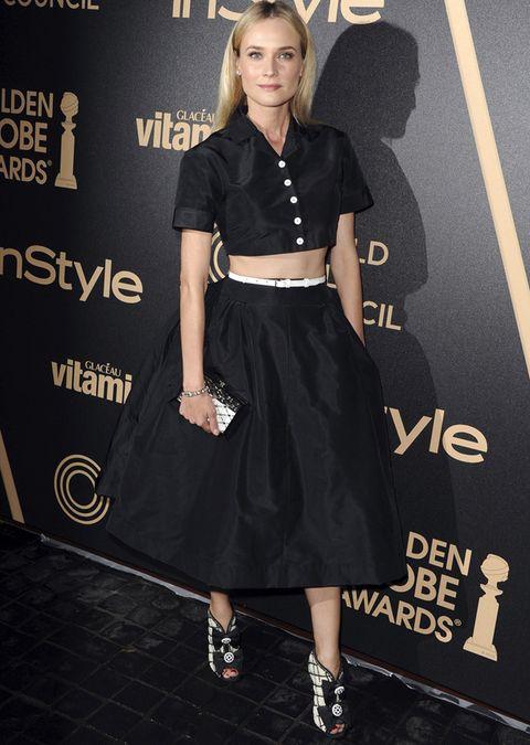 <p>En los premios In Style HFPA,&nbsp&#x3B;<strong>Diane Kruger&nbsp&#x3B;</strong>hizo gala una vez más de su atrevido estilo con este look de falda abullonada midi con top crop tee de la colección primavera 2013 de<strong> Rochas.</strong> ¿El detalle chic? Sus botines peep toes <i>black&amp&#x3B;white</i> con lazos a juego con el <i>clutch</i>.</p>