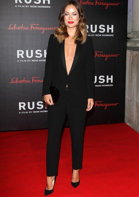 <p>Que se atreve con este tuxedo de <strong>Gucci</strong> en negro, 100% sexy luciendo escote. Siempre perfecta en cualquiera de los dos estilos.&nbsp;</p>