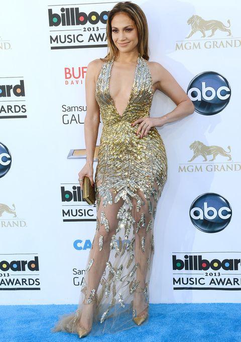 <p><strong>Jennifer López</strong> fue la chica de oro de la noche con un diseño de<strong> Zuhair Murad couture primavera 2013</strong> con pronunciado escote en uve y falda semitransparente que acompañó de complementos también dorados. Sin duda, un look muy Jennifer.</p>
