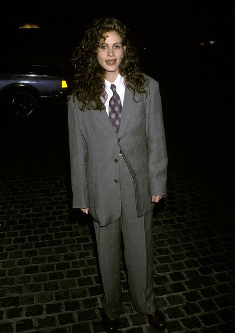 <p>Corría el año 1990 y Julia interpretaba de esta manera tan oversize y estricta el look masculino.&nbsp;</p>