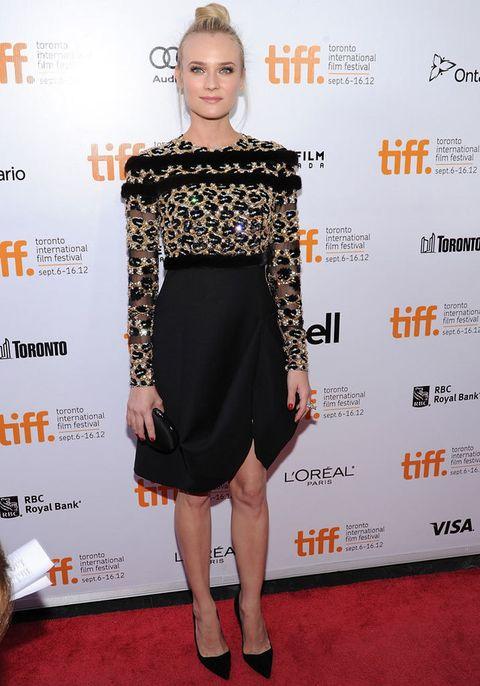 <p>No hay alfombra roja que se le resista. <strong>Diane Kruger</strong> destacó en el festival de cine de Toronto gracias a este <strong>Valentino otoño 2012 Couture</strong> con cuerpo joya y falda asimétrica. Unos stilettos negros y a juego con el clutch completaban su acertado look.</p>