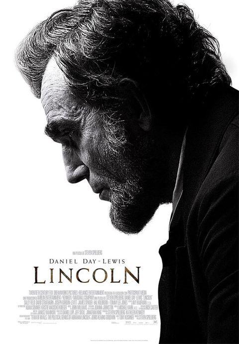 <p>Steven Spielberg vuelve a ponerse tras la cámara para contarnos la historia de uno de los presidentes más emblemáticos de EE.UU. La película llega precedida de buenas críticas, traducidas en 12 nominaciones a los Oscars, entre ellas la de Daniel Day-Lewis como mejor actor en el que dicen es el mejor papel de su carrera.</p>