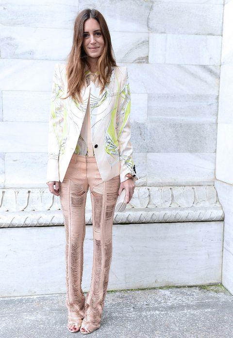 <p>Como una buena Vip, también se deja caer en las semanas de la moda como la de Milán, donde la vimos con un alegre y original conjunto de chaqueta y pantalón en tonos coral y blanco.</p>