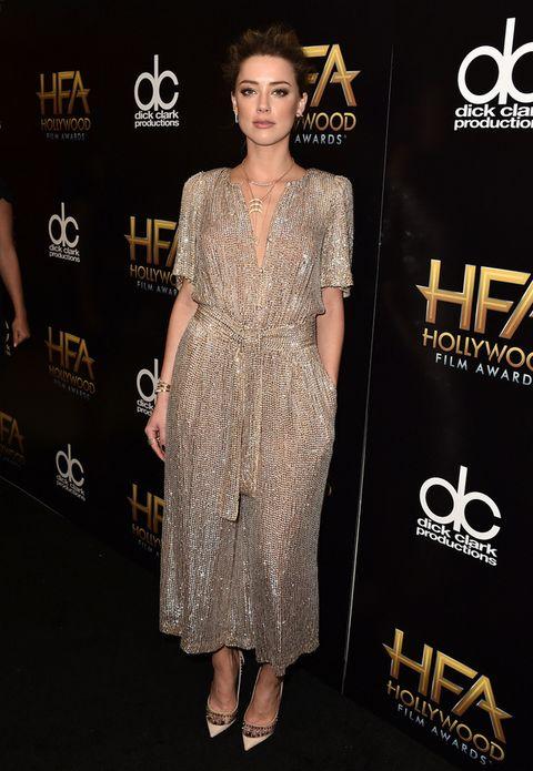<p>En dorado vimos a <strong>Amber Heard</strong> con este mono de <strong>Temperley</strong>&nbsp;<strong>London</strong> y unos originales zapatos de<strong> Jimmy Choo</strong>.</p><p>&nbsp;</p>
