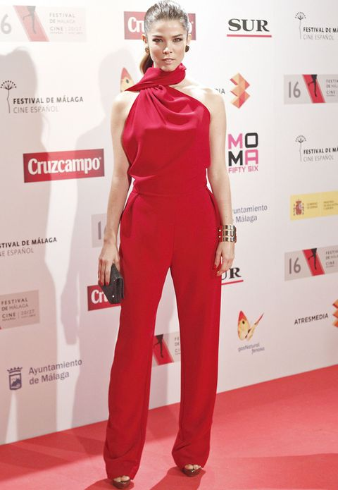 <p>Uno de los mejores looks corrió a cargo de&nbsp;<strong>Juana Acosta</strong> con un espectacular mono rojo y accesorios metalizados.&nbsp;</p>