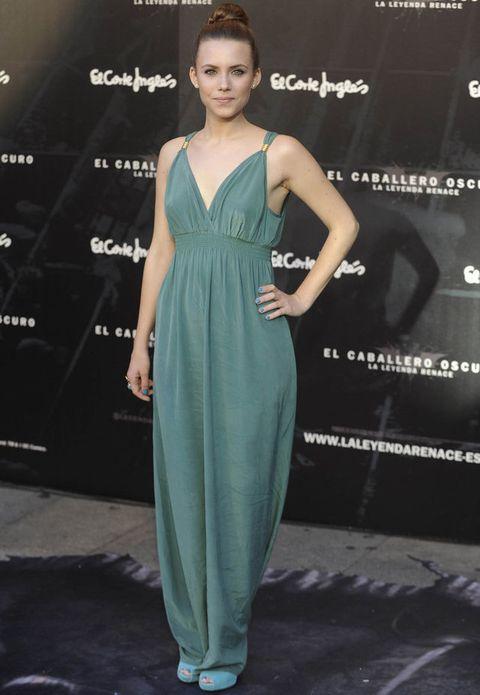 <p><strong>Aura Garrido</strong> estaba radiante con un vestido de inspiración griega en verde agua con detalles dorados y unos peep toe turquesa. Perfecto el detalle del moño con trenza.</p>