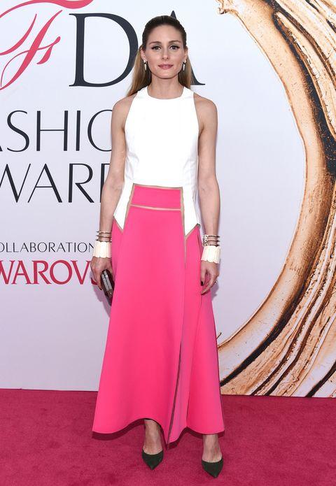 <p>En rosa y blanco y vestida por <strong>Carolina Herrera</strong> fue <strong>Olivia Palermo</strong>.</p>