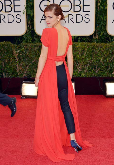 <p>Pero la verdadera sorpresa del look de <strong>Emma Watson</strong>esta detrás.Abertura con espectacualr escote en la espalda que dejaba ver unos pantalones negros de pinzas. ¿El toque chic? Un solo pendiente<strong>'</strong><strong>Mise en Dior' de la Maison</strong>. Toda una lección de estilo atrevido pero elegante.</p>