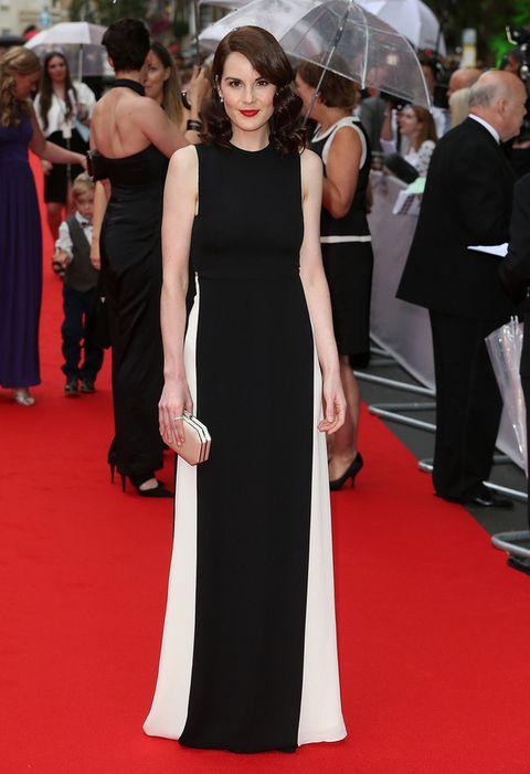 <p>Nunca nos decepciona en la alfombra roja, y la gran despedida de 'Downton Abbey' celebrada por los Premios de Cine de la Academia Británica era una ocasión para brillar. Michellelo hizo con este vestido de líneas rectas en negro con paneles laterales en blanco de <strong>Valentino Otoño 2015</strong>. Los detalles de su clutch nude, los labios rojos y la melena con ondas marcaron la diferencia.</p><p>&nbsp;</p><p>&nbsp;</p><p>&nbsp;</p>