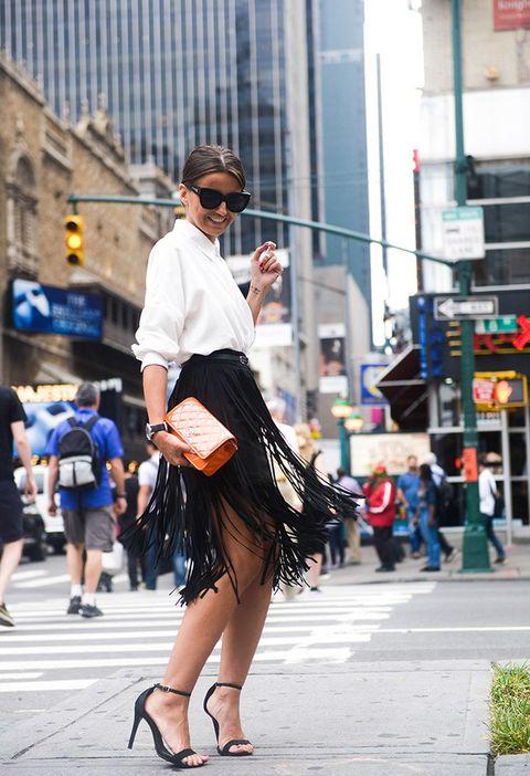 <p>Alexandra Pereira, más conocida como <strong>Lovely Pepa</strong>, apostó por camisa ablusada, falda con flecos y sandalia de tacón para asistir al desfile de <strong>BCBGMaxazria</strong> en Nueva York.</p><p>&nbsp;</p>