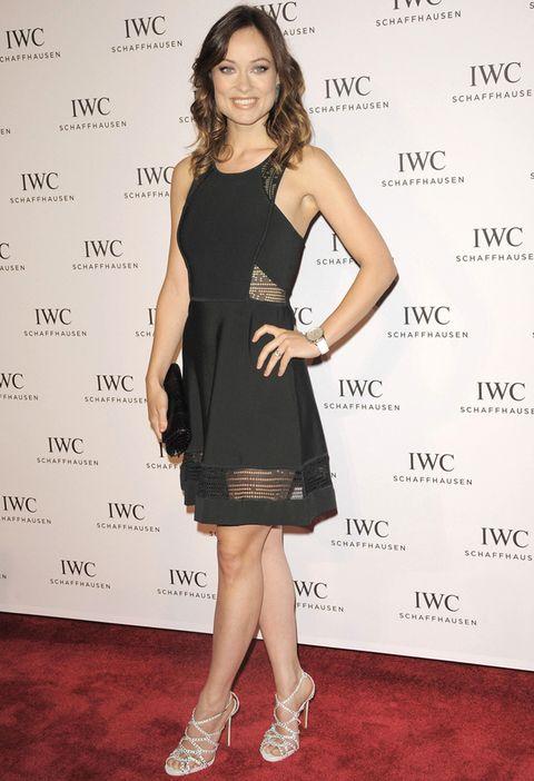<p>En el último festival de Tribeca, <strong>Olivia Wilde</strong> lució este bonito LBD de tirantes con caladitos, acompañado de sandalias blancas de tiras con apliques metálicos.</p>