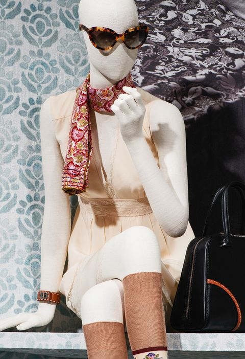<p>En los diseños de estilo melocotón, Prada se ha inspirado en los años setenta, con escotes en V y aplicaciones de encaje.</p>