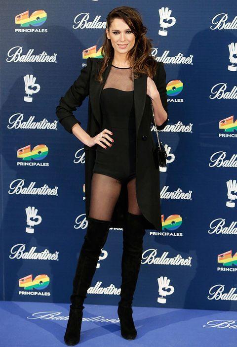 <p>La modelo y presentadora arriesgó con un <i>body</i> y botas mosqueteras, todo en negro.</p>