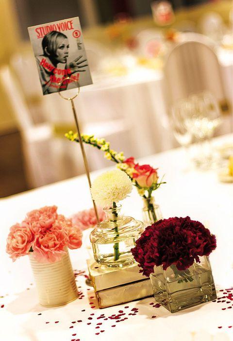 <p>Es la máxima número uno: los novios deben sentirse a gusto con la decoración. Dejaros aconsejar por los expertos, pero si preferís grandes centros florales no os decantéis por toques minimalistas porque sentiréis que las mesas están muy vacías. Y al revés&#x3B; si os gustan las mesas limpias, no las llenéis de floreros</p>