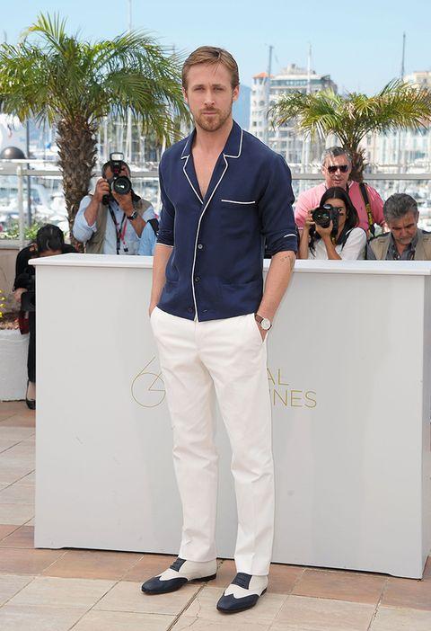 <p>¿A favor o en contra de la chaqueta tipo pijama que lució el actor en el Festival de Cannes 2011? Te puede gustar o no, pero a él le sienta como un guante, al igual que los zapatos de 'dandy'.</p>