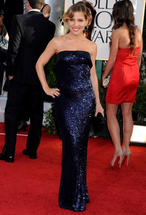<p>Fantástico el vestido de <strong>Armani Privé</strong> que lució en la gala de los Golden Globes de pailletes azul oscuro.</p>