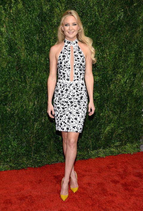 <p>Un minivestido de flores en blanco y negro&nbsp;y unos salones amarillos fueron las claves del look de&nbsp;<strong>Kate Hudson</strong>.</p>