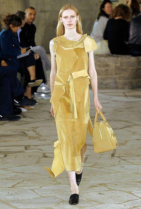 <p>Diseñador: Loewe. <strong>Paris Fashion Week.</strong></p>