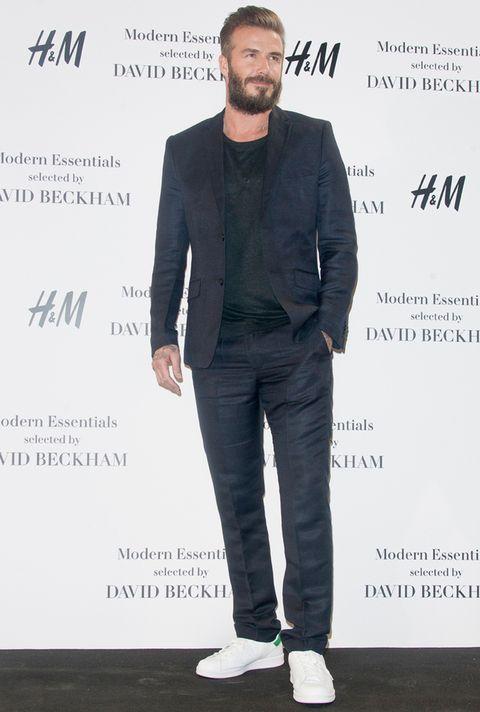 <p>Hace apenas mes y medio estuvo en Madrid para presentar su tercera colaboración de moda con H&amp;M. Lució una barba 'hipster' que lleva intermitentemente en los últimos años y un traje oscuro con camiseta y sus Stan Smith.</p>