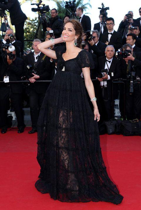 <p>Una espectacular <strong>Eugenia Silva</strong> se encargaba de que hubiera presencia española. Eligió para la ocasión un vestido negro con vuelo, transparencias y encaje, que acompañaba de grandes joyas en tono verde. </p>
