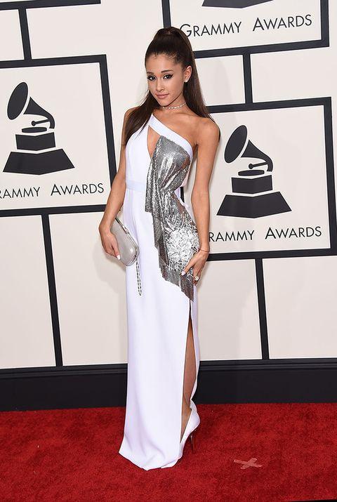 <p>La altura no ha sido impedimento para que la cantante Ariana Grande triunfe allá por donde pisa. 1,53 cm de éxito. Un ejemplo de otra mujer real donde las haya.</p>